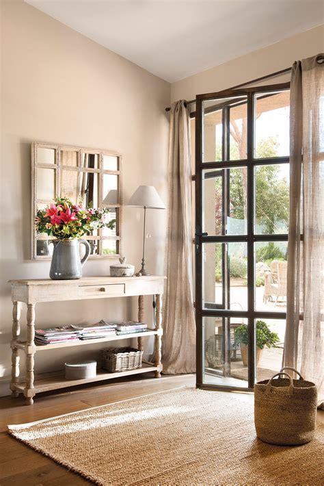 00460744b. Recibidor con consola y espejo junto a puerta ...