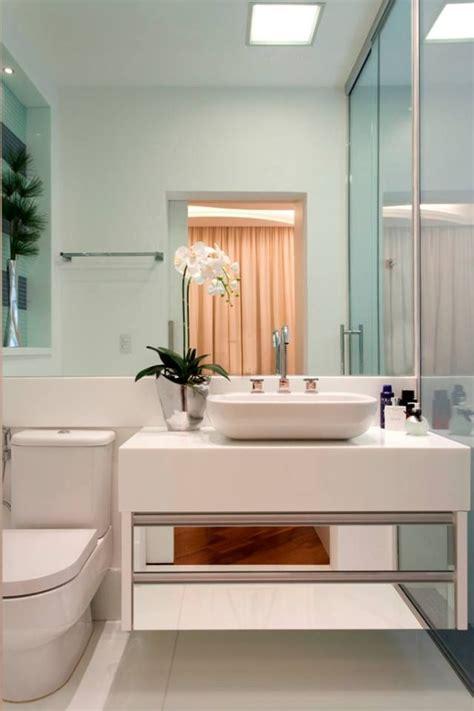 10 Banheiros Modernos com Armários Espelhados! Confira ...