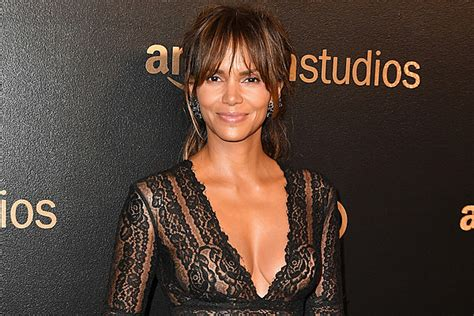 10 Reasons Why Halle Berry's Instagram Is So Poppin  [PHOTOS]