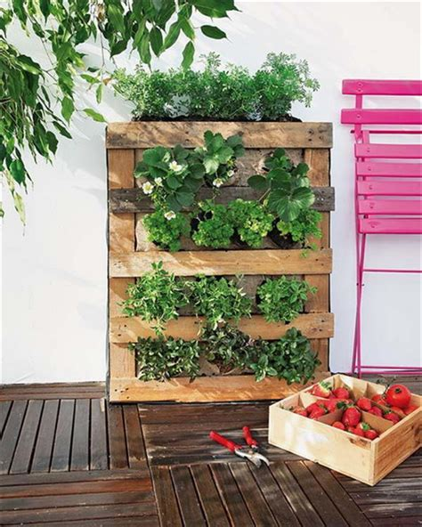 10 Wood Pallet Vertical Garden on Your Wall | Pallets Designs