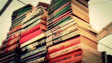 #10677, Libros apilados en una gran torre [Efecto], Libros ...