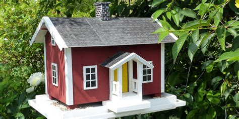 11 casas para pájaros hechas a partir de objetos viejos  DIY