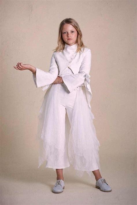11 trajes de Primera Comunión con pantalón para las niñas ...