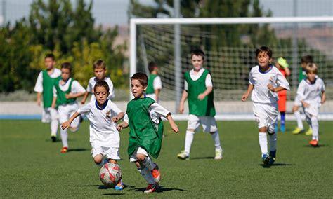 12 clases de fútbol para niños. Elige el horario | Lucas y ...