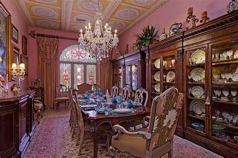 15 Majestic Victorian Dining Rooms That Radiate Color and ...