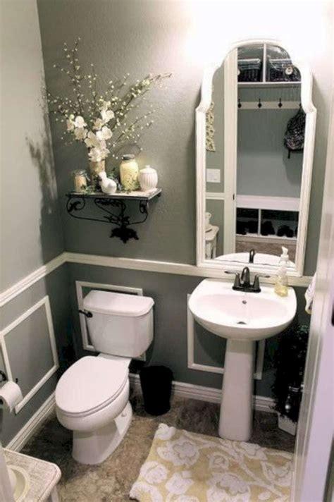 17 Awesome Small Bathroom Decorating Ideas | Futurist ...