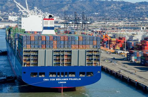 18,000 TEU Benjamin Franklin docks at Oakland