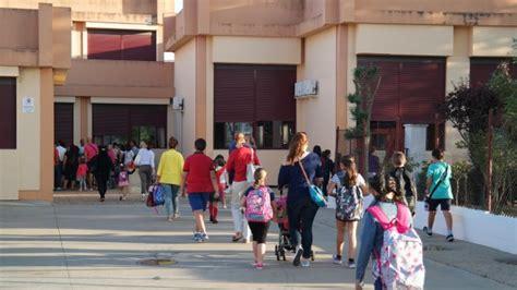 193 niños acuden hoy por primera vez al colegio en ...