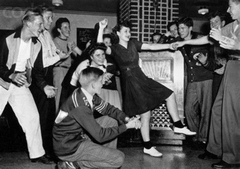 1940s teens dancing to the Jukebox | The 30s 40s 50s 60s ...