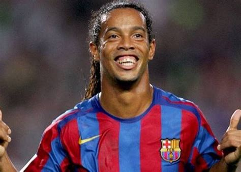 2 minutes that prove Ronaldinho was the Greatest Of All ...