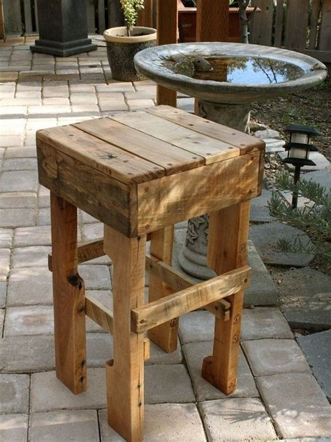 20 Projects You Can Create Using Old Pallets