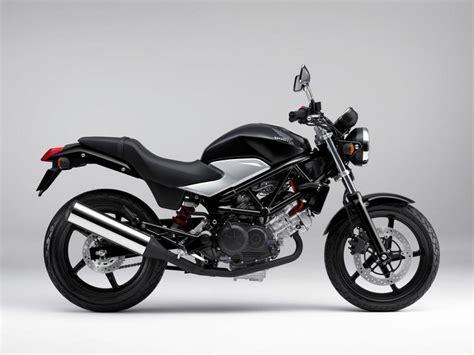 2011 Honda VTR250   Moto.ZombDrive.COM