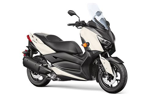 2018 Yamaha XMAX Scooter   First Look Review   Rider Magazine