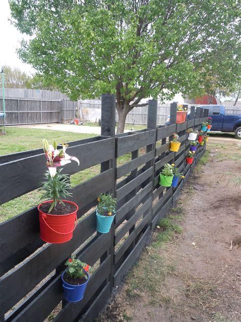 22 Wonderful Pallet Fence Ideas for Backyard Garden ...