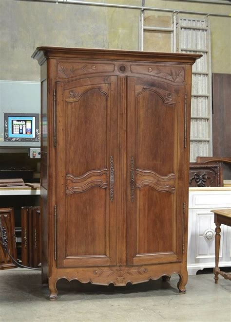 2201011 : Antique French Country Normandy Style Walnut ...