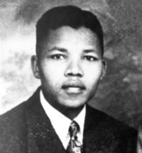 24 Photos of Nelson Mandela When He Was Young