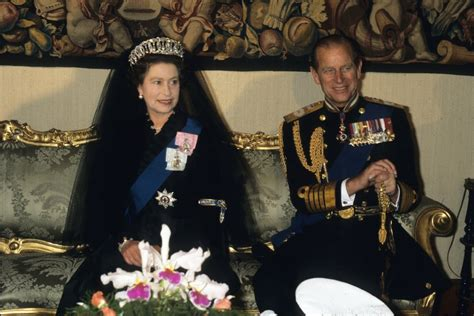 25: Age when she first became queen in 1952. | Facts About ...