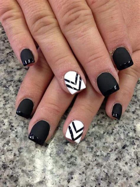 30 Diseños de uñas en BLANCO y NEGRO que se te verían ...
