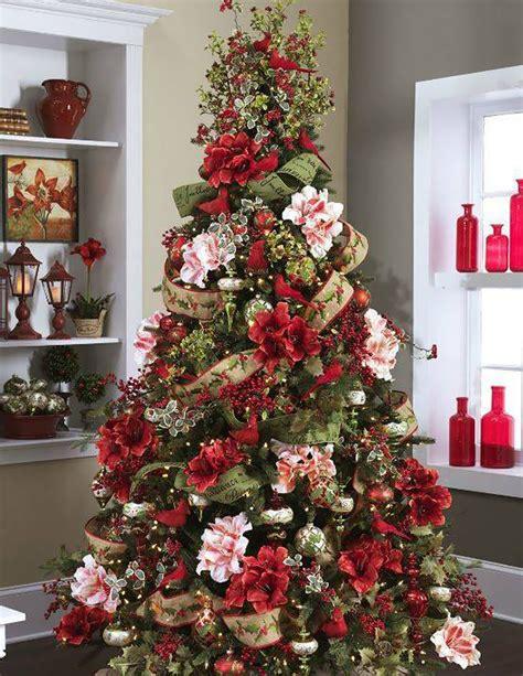 30 espectaculares arboles de navidad decorados con flores