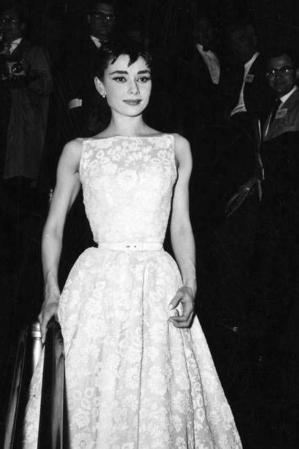 33 Historic Oscars Fashion Moments— And the Stories Behind ...