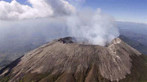5 señales que dan los volcanes meses antes de una erupción ...