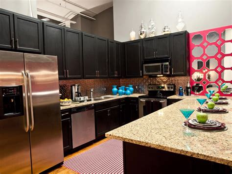 6 Decorating Ideas for Above Kitchen Cabinets   Reliable ...