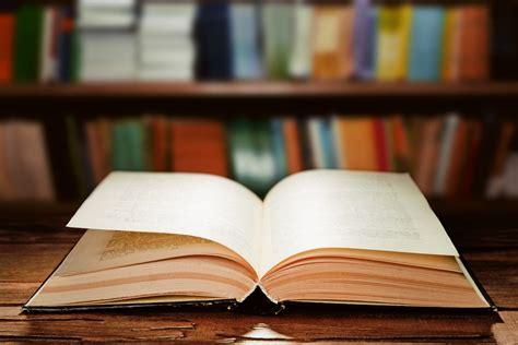 6 movimientos para abrir correctamente un libro nuevo