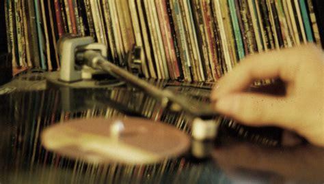 8 dicas de como cuidar do seu disco de vinil | Universo Retrô