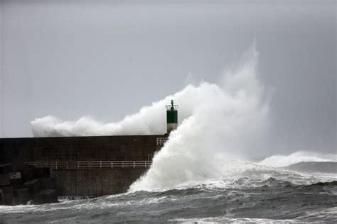 A Coruña y Ourense activan la alerta roja por el temporal