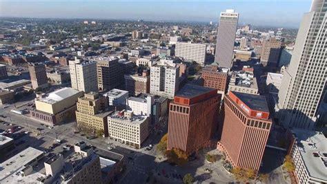 A vista de drone ciudad de Omaha, Nebraska, Estados Unidos ...