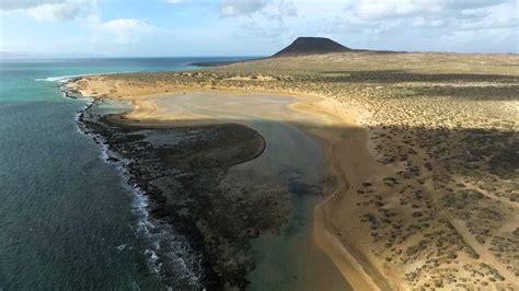 A vista de pájaro   La isla de La Graciosa  Lanzarote ...