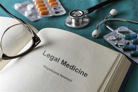 Abra El Libro De La Medicina Legal Y Forense Imagen de ...