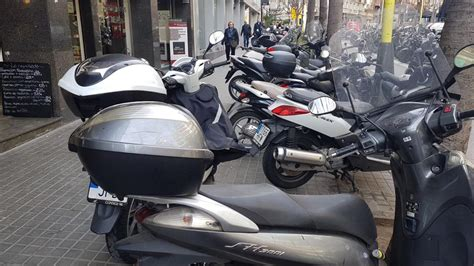 Aceras que son parkings de motos