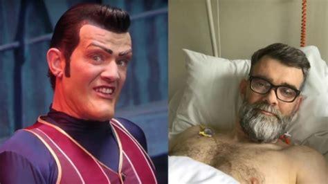Actor de Robbie Rotten venció al CANCER de páncreas / Lazy ...