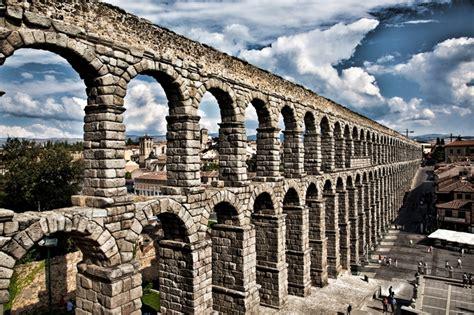 Acueducto_Romano_ Segovia,_España    Caminando por la historia