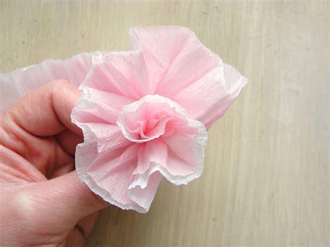 Adorno de rosas en papel crepé   Video Decoración