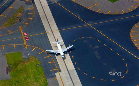 Airport taxiing aircraft September 2013 Bing wallpaper ...