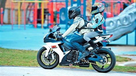 Al cole en moto: lo que dice la ley