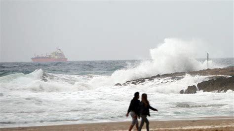 Alerta en Catalunya por fuertes rachas de viento y olas de ...