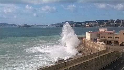 Alerta en Mallorca por fuertes vientos y olas de hasta 5 ...