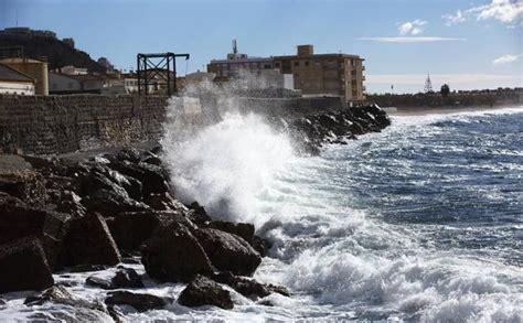 Alerta naranja por viento y olas en la Costa de Granada ...