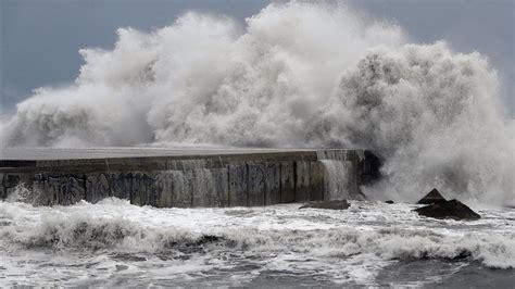 Alerta por viento y olas de hasta 4 metros en el litoral ...