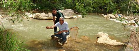 Almejas de río, las ninfas del agua, en Waste magazine