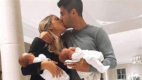 Álvaro Morata celebra el primer mes de vida de sus hijos