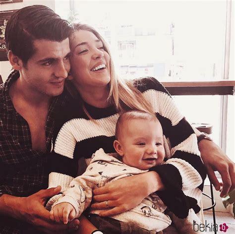 Álvaro Morata y Alice Campello muy sonrientes con el hijo ...