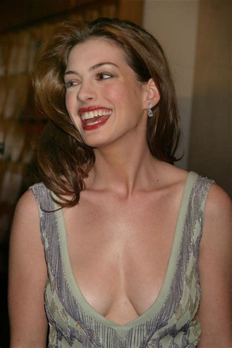 "Anne Hathaway, a Self Proclaimed ""Weirdo"" – YBMW"
