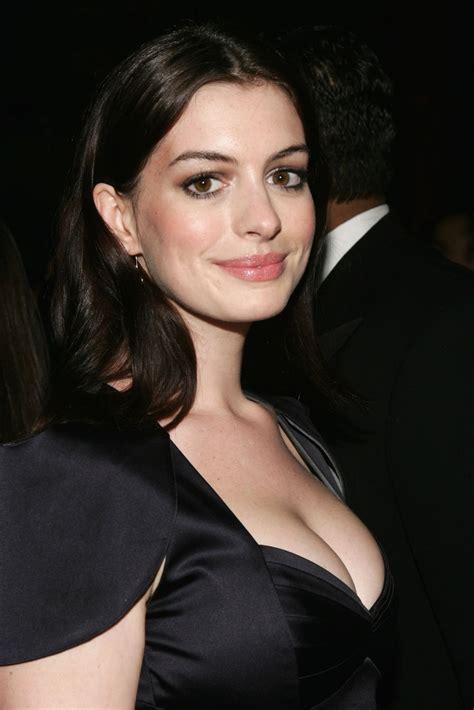 Anne Hathaway: Anne Hathaway breast pics