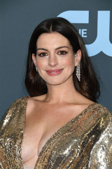 Anne Hathaway At 25th Annual Critics Choice Awards in ...