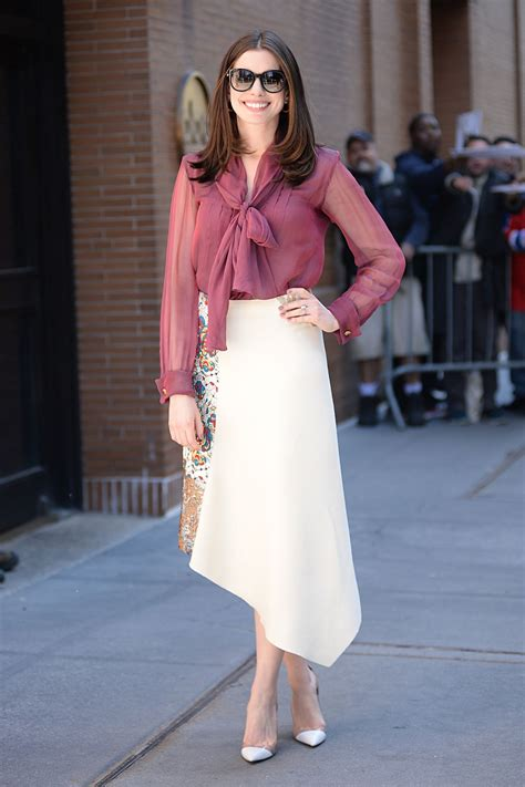anne hathaway at the view studios in new york city_6.jpg 1 ...