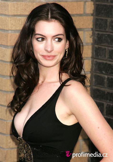 Anne Hathaway | Batpedia | FANDOM powered by Wikia